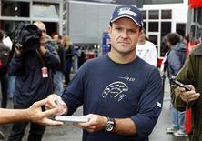 <p>Rubens Barrichello antes do GP da Bélgica. Barrichello substitui Heidfeld em direção de associação. REUTERS/Francois Lenoir</p>