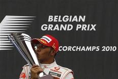 <p>O piloto Lewis Hamilton da McLaren venceu uma corrida caótica e desafiadora no Grande Prêmio da Bélgica neste domingo.REUTERS/Stefan Wermuth</p>