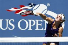 <p>Melanie Oudin of the U.S. serves to Olga Savchuk of Ukraine during the U.S. Open Tennis Tournament in New York August 30, 2010. REUTERS/Kevin Lamarque</p>