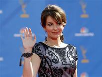 """<p>La actriz Tina Fey de la comedia """"30 Rock"""" a su llegada a la entrega de la ceremonia de los premios Emmy Awards en Los Angeles, ago 29 2010. Igual que la cadena NBC a la que satiriza, la serie """"30 Rock"""" fue prácticamente ignorada en la entrega de los premios Emmy en Los Angeles, un año después de obtener seis premios, incluyendo mejor comedia. REUTERS/Mario Anzuoni</p>"""