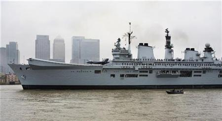 HMS Illustrious, a British aircraft carrier, passes London's financial district in Canary Wharf before docking at Greenwhich November 4, 2008. REUTERS/Kevin Coombs