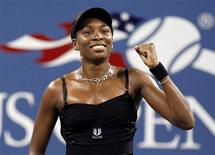 <p>Venus Williams of the U.S. celebrates her opening night match victory over Roberta Vinci of Italy during the U.S. Open tennis tournament New York, August 30, 2010. REUTERS/Shannon Stapleton</p>