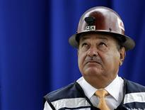 <p>Mexican billionaire Carlos Slim listens to journalists' questions during a news conference about his new project in Mexico City August 31, 2010. REUTERS/Henry Romero</p>
