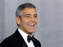 <p>George Clooney poses backstage after receiving the Bob Hope Humanitarian Award at the 62nd annual Primetime Emmy Awards in Los Angeles, California, August 29, 2010. REUTERS/Danny Moloshok</p>