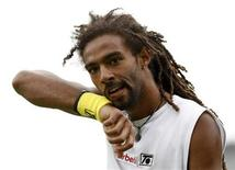 <p>Dustin Brown of Jamaica walks off the court after losing a game against Austria's Jurgen Meltzer at the 2010 Wimbledon Tennis Championships in London June 21, 2010. REUTERS/Phil Noble</p>