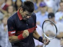 <p>Novak Djokovic of Serbia celebrates after defeating Philipp Petzschner of Germany at the U.S. Open tennis tournament in New York, September 2, 2010. REUTERS/Ray Stubblebine</p>