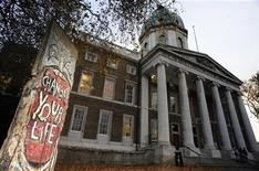 <p>A section of the Berlin Wall is seen near the Imperial War Museum in central London November 2, 2009. REUTERS/Toby Melville</p>