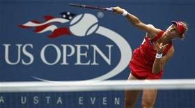 <p>Elena Dementieva of Russia serves during her match against Daniela Hantuchova of Slovakia at the U.S. Open tennis tournament in New York, September 3, 2010. REUTERS/Kevin Lamarque</p>