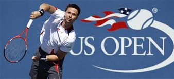 <p>Robin Soderling of Sweden serves during his match against Thiemo de Bakker of the Netherlands at the U.S. Open tennis tournament in New York, September 4, 2010. REUTERS/Kevin Lamarque</p>