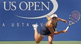 <p>Caroline Wozniacki of Demark follows through on her serve during match against Chan Yung-Jan of Taiwan at the U.S. Open tennis tournament in New York, September 4, 2010. REUTERS/Kevin Lamarque</p>