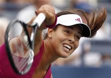 <p>Ana Ivanovic of Serbia follows through on a serve to Virginie Razzano of France during the U.S. Open tennis tournament in New York, September 3, 2010. REUTERS/Kevin Lamarque</p>