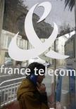 <p>La montée de Deutsche Bank au capital de France Télécom suscite les inquiétudes d'un syndicat qui redoute notamment qu'elle soit annonciatrice d'une fusion avec Deutsche Telekom. /Photo d'archives/REUTERS/Eric Gaillard</p>