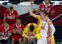 <p>Баскетболист сборной России Андрей Воронцевич радуется победе его команды в матче против Новой Зеландии, 6 сентября 2010 года. Сборная России по баскетболу вышла в четвертьфинал чемпионата мира, обыграв команду Новой Зеландии со счетом 78-56. REUTERS/Sergio Perez</p>