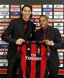 <p>Atacantes Ibrahimovic e Robinho são apresentados oficialmente pelo Milan. 09/09/2010 REUTERS/Alessandro Garofalo</p>