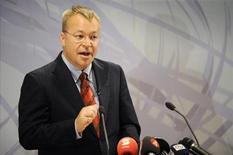 <p>El nuevo presidente ejecutivo de Nokia, Stephen Elop, durante una rueda de prensa en Espoo, Finlandia. Sep 10 2010 Nokia, el principal fabricante mundial de teléfonos móviles, ha fichado a Stephen Elop, de Microsoft, como presidente ejecutivo, para liderar un nuevo esfuerzo que permita a la compañía competir en el mercado de los teléfonos avanzados. REUTERS/Lehtikuva/Antti Aimo-Koivisto</p>