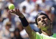<p>Rafael Nadal of Spain serves to Mikhail Youzhny of Russia during the U.S. Open tennis tournament in New York September 11, 2010. REUTERS/Mike Segar</p>