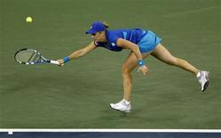 <p>Kim Clijsters of Belgium hits a return to Vera Zvonareva of Russia during the U.S. Open tennis tournament in New York, September 11, 2010. REUTERS/Jessica Rinaldi</p>