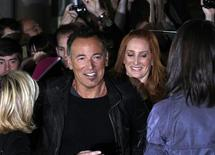 """<p>Bruce Springsteen e sua esposa no Festival Internacional de Cinema em Toronto. O lendário roqueiro lançou luz sobre o """"making of"""" do álbum seminal """"Darkness on the Edge of Town"""" descrevendo-o como o avanço para a idade adulta de um músico de cidade pequena que queria ser ouvido. 14/09/2010 REUTERS/Mike Cassese</p>"""