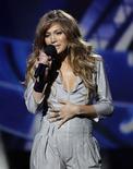 """<p>La nueva jueza de """"American Idol"""" Jennifer Lopez durante su presentación en Inglewood, EEUU, sep 22 2010. La nueva jueza de """"American Idol"""" Jennifer Lopez deslumbró con un mameluco plateado y dijo que jamás realizará comentarios crueles a un aspirante a cantante. REUTERS/Mario Anzuoni</p>"""