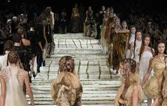 <p>Models present creations by British designer Sarah Burton for McQueen as part of her Spring/Summer 2011 women's ready-to-wear collection during Paris Fashion Week October 5, 2010. REUTERS/Pascal Rossignol</p>