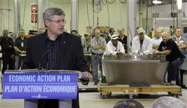 <p>Prime Minister Stephen Harper speaks in front of aerospace workers to announce an expansion to the Bristol Aerospace plant which will work on the F-35 fighter Jet in Winnipeg, October 7, 2010. REUTERS/Fred Greenslade</p>