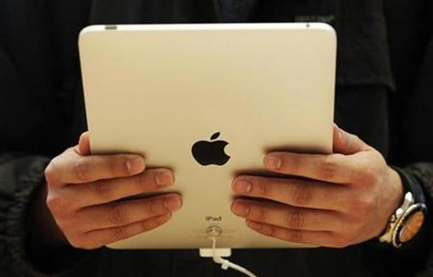 Wal-Mart to start selling Apple's iPad - Reuters