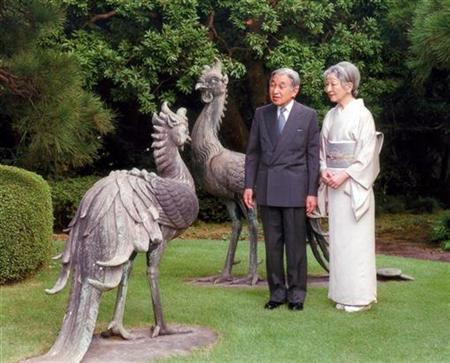 Japan's Emperor Akihito (L) and Empress Michiko look at phoenix statues at a garden of the Imperial Palace in Tokyo October 1, 2010 in this handout photo released by the Imperial Household Agency of Japan. REUTERS/Imperial Household Agency of Japan/Handout