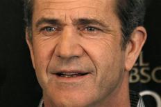 """<p>Mel Gibson divulga seu filme poses during a photocall for the film """"O Fim da Escuridão"""" em Paris. O ator foi exluído do elenco de """"Se Beber, Não Case"""", parte 2, em uma repreensão pública incomum para uma celebridade de Hollywood. 04/02/2010 REUTERS/Charles Platiau/Arquivo</p>"""