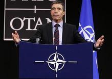 <p>Генеральный секретарь НАТО Андерс Фог Расмуссен на пресс-конференции в Брюсселе, 14 октября 2010 года. НАТО готова начать новый этап отношений с Россией, включая более тесное сотрудничество по вопросам военной операции в Афганистане и создание системы противоракетной обороны, сообщил генеральный секретарь альянса Андерс Фог Расмуссен в среду. REUTERS/Thierry Roge</p>