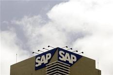 <p>Imagen de archivo del logo de SAP en una oficina en Bangalore, India. Jun 24 2009 El fabricante alemán del software SAP AG reiteró el miércoles sus objetivos anuales, con lo que defraudó las expectativas de los inversores que habían crecido tras los sólidos resultados de sus pares norteamericanos. REUTERS/Punit Paranjpe/ARCHIVO</p>