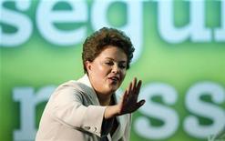 <p>Дилма Руссефф выступает с речью в Бразилии 31 октября 2010 года. Новый президент Бразилии Дилма Руссефф намерена усилить борьбу с бедностью без нанесения ущерба экономической стабильности самой большой нации в Латинской Америке. REUTERS/Bruno Domingos</p>