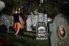 <p>Cadence Cirlin, 3, plays in the garden of a home decorated for Halloween in Los Angeles, California, October 29, 2010. REUTERS/Lucy Nicholson</p>