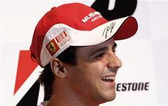 <p>O piloto da Ferrari Felipe Massa sorri durante entrevista em São Paulo nesta quarta-feira. REUTERS/Nacho Doce</p>