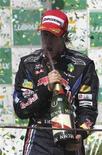 <p>Sebastian Vettel, da Red Bull, comemora vitória no Grande Prêmio Brasil de Fórmula 1 em Interlagos, neste domingo, 7 de novembro de 2010. REUTERS/Paulo Whitaker</p>