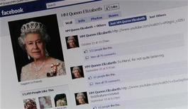 <p>La página de Facebook de la reina Isabel II de Gran Bretaña, mostrada en un computador en Londres. Nov 8 2010 La reina de Gran Bretaña, Isabel II, se unió a Facebook sumando su presencia en la red social más popular del mundo a la cuenta de Twitter de la familia real, el sitio para compartir fotografías Flickr y YouTube. REUTERS/Dylan Martinez</p>