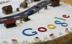 <p>Imagen de archivo de una torta decorada con el logo de Google en un evento en Oberstaufen, Alemania. Nov 2 2010 El buscador líder de Internet, Google, no está creando una red social para competir con Facebook, reiteró el jueves un ejecutivo de la compañía, pese a la creciente rivalidad entre los dos grupos líderes de la web. REUTERS/Michaela Rehle/ARCHIVO</p>
