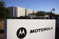 <p>Imagen de archivo del logo de Motorola en una oficina en Tempe, Arizona. Oct 29 2009 Motorola trabaja para completar la división de la empresa en dos entidades separadas en enero, según Greg Brown, uno de los presidentes ejecutivos. REUTERS/Joshua Lott/ARCHIVO</p>