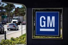 <p>Imagen de archivo del logo de General Motors en un concesionario en Miami. Ago 12 2010 General Motors Co se preparaba el jueves para volver a cotizar en bolsa, un día después de completar la mayor oferta de acciones de la historia de Estados Unidos y a menos de un año y medio de salir de la quiebra. REUTERS/Carlos Barria/ARCHIVO</p>