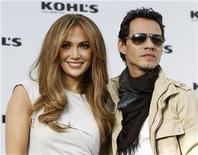<p>Jennifer Lopez y Marc Anthony, durante la conferencia en que anunciaron su línea de ropa Kohl's en California. Nov 18 2010 La pareja formada por Jennifer Lopez y Marc Anthony lanzará una línea de ropa y accesorios para los grandes almacenes estadounidenses Kohl's el próximo otoño boreal, dijo la firma. REUTERS/Danny Moloshok</p>