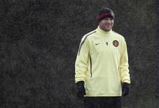 """<p>Игрок """"Манчестер Юнайтед"""" Уэйн Руни на тренировке в Манчестере 19 октября 2010 года. Нападающий """"Манчестер Юнайтед"""" Уэйн Руни может войти в заявку клуба на субботний матч против """"Уигана"""", хотя и не тренировался на этой неделе, сообщил MUTV главный тренер клуба Алекс Фергюсон. REUTERS/Phil Noble</p>"""
