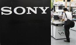 <p>Imagen de archivo del logo de Sony en una tienda en Yokohama, al sur de Tokio. Jul 29 2010 La empresa tecnológica japonesa Sony anunció el lunes que venderá su división de impresoras digitales de fotos para uso profesional a Dai Nippon Printing. REUTERS/Toru Hanai/ARCHIVO</p>