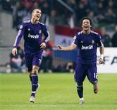 <p>Cristiano Ronaldo comemora gol na vitória do Real Madrid por 4 x 0 sobre o Ajax, na Holanda. REUTERS/Toussaint Kluiters/United Photos</p>