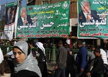 <p>People walk past electoral banners for parliamentary candidate Hassan al-Tonsi of Egypt's ruling National Democratic Party (NDP) in Cairo November 26, 2010. REUTERS/Asmaa Waguih</p>