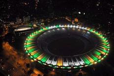 """<p>Вид на стадион """"Маракана"""" в Рио-де-Жанейро в день его 60-летия 16 июня 2010 года. Бразильская конфедерация футбола пообещала, что чемпионат мира 2014 года пройдет в нормальных условиях, несмотря на кровопролитные разборки полиции с наркоторговцами в Рио-де-Жанейро. REUTERS/J. P. Engelbrecht/Handout</p>"""