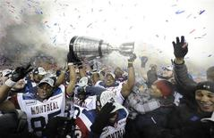 <p>Montreal Alouettes players hold up the Grey Cup after defeating the Saskatchewan Roughriders during the CFL's 98th Grey Cup football game in Edmonton, Alberta, November 28, 2010. REUTERS/Todd Korol</p>