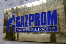 <p>Логотип Газпрома на Елисейских полях в Париже 5 января 2009 года. Губернатор Санкт-Петербурга Валентина Матвиенко считает возможным перенос небоскреба Охта-центр, который собирается воздвигнуть Газпром, и будет обсуждать новое место с защитниками города. REUTERS/Charles Platiau</p>