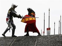 <p>Two medieval knights dressed in body armour are seen fighting with swords during a photocall for the 'Call to Arms' exhibition in the National War Museum at Edinburgh castle in Scotland on May 22, 2008. REUTERS/David Moir</p>