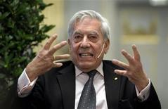 <p>Ganhador do Prêmio Nobel de Literatura Mario Vargas Llosa concede entrevista coletiva em Estocolmo. 06/12/2010 REUTERS/Janerik Henriksson/Scanpix</p>