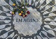 <p>A tile mosaic memorializing John Lennon is seen in the Strawberry Fields section of Central Park on the 26th anniversary of the death of the singer, in New York, December 8, 2006. REUTERS/Chip East</p>