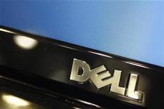 <p>Imagen de archivo del logo de Dell en un computador en Phoenix, Arizona. Feb 18 2010 Dell Inc acordó la compra de la compañía de almacenamiento de datos Compellent Technologies Inc por unos 960 millones de dólares en efectivo, para expandirse más allá de las computadores personales y ponerse a la par con rivales como Hewlett-Packard Co e IBM en nuevas tecnologías como la computación en nube. REUTERS/Joshua Lott/ARCHIVO</p>